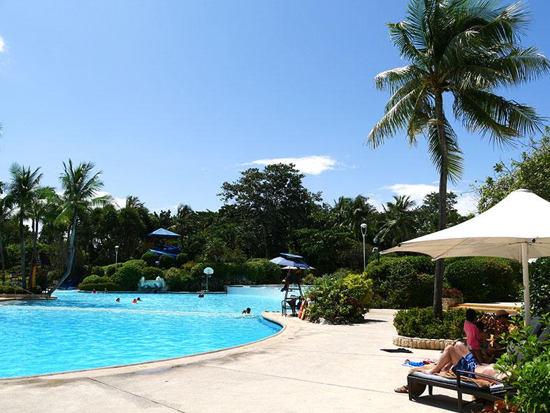 マクタン島リゾート地のプール