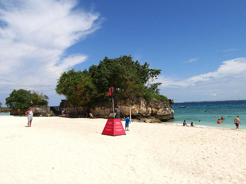 マクタン島リゾート地のビーチ