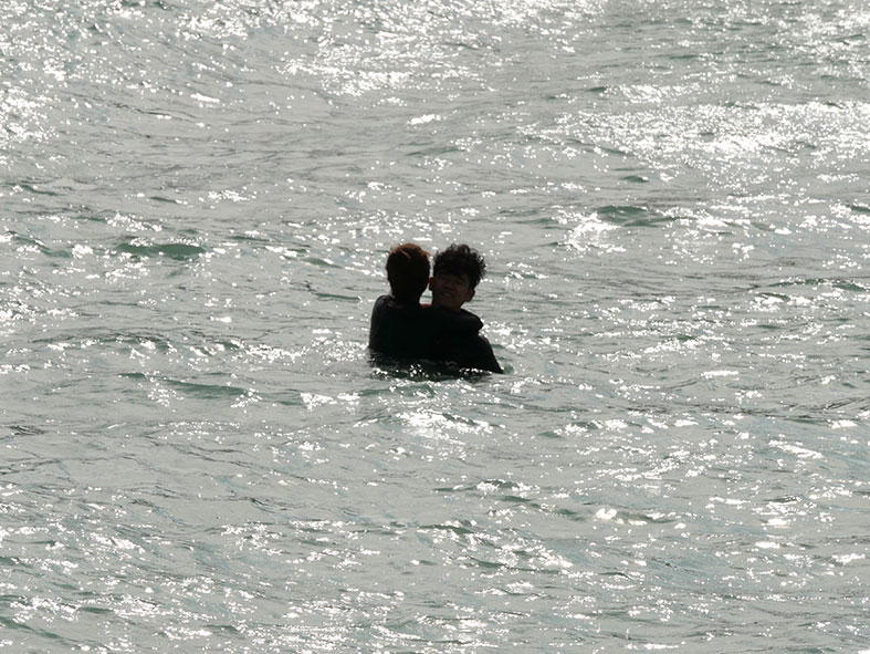 マクタン島リゾート地の海