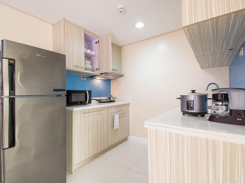 セブ島のアリシアアパーテルの客室 ワンベッドルームデラックスのキッチン