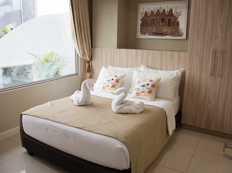 セブ島のアリシアアパーテルの客室 ツーベッドルームエグゼクティブのベッドルーム