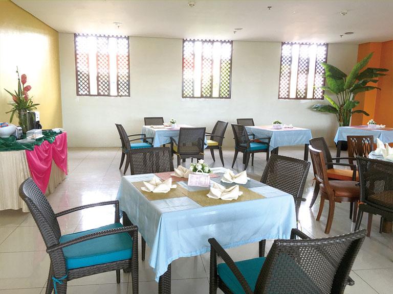 セブ島のアリシアアパーテルのレストラン