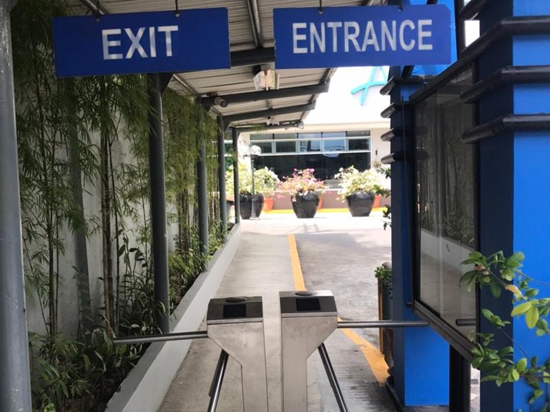 セブ島のアリシアアパーテル入口にあるセキュリティ