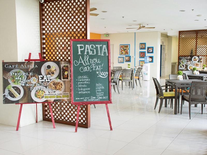 セブ島のアリシアアパーテルのレストラン入口