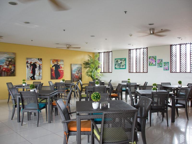 セブ島のアリシアアパーテルのレストラン内