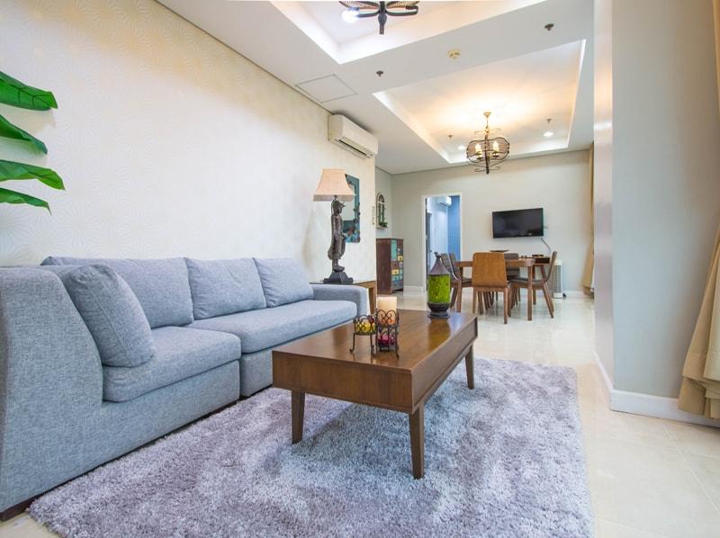 セブ島のアリシアアパーテルの客室 ペントハウススイート125㎡のリビングルーム