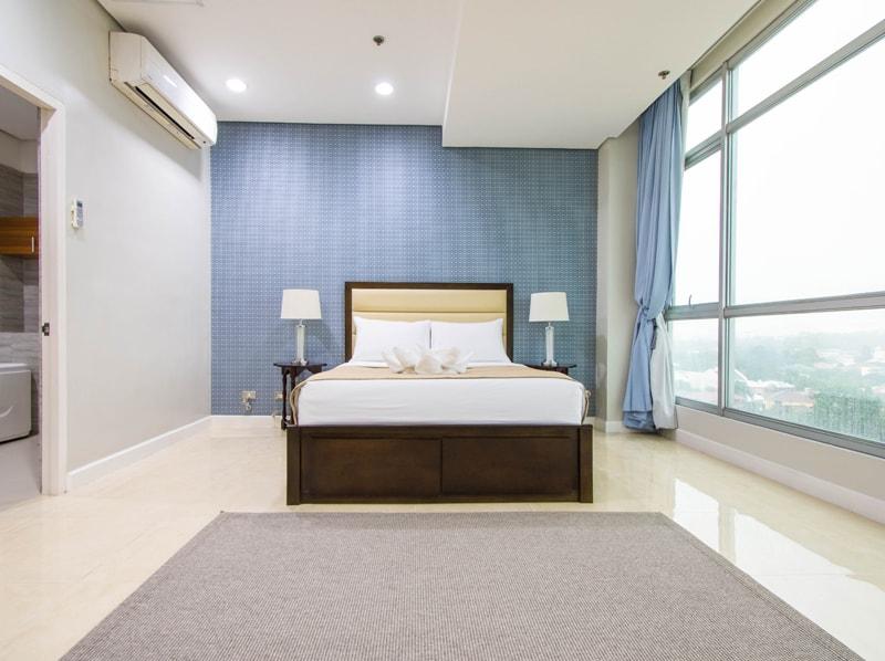 セブ島のアリシアアパーテルの客室 ペントハウススイート125㎡のベッドルーム