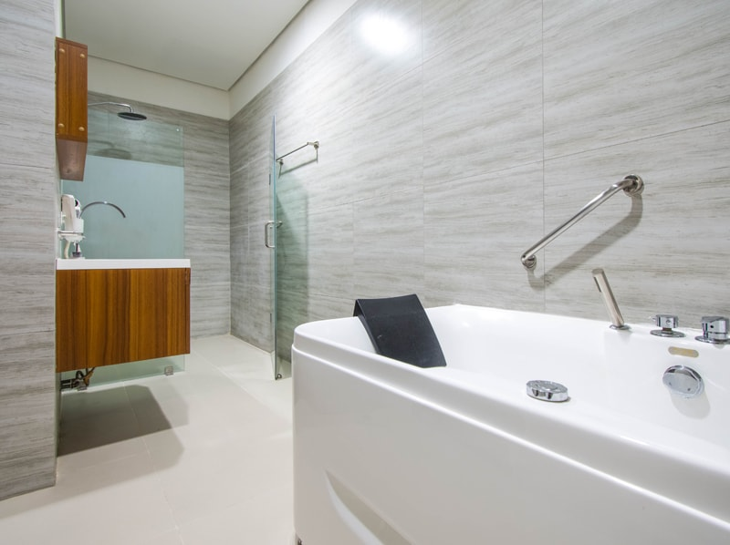セブ島のアリシアアパーテルの客室 ペントハウススイート125㎡のバスルーム