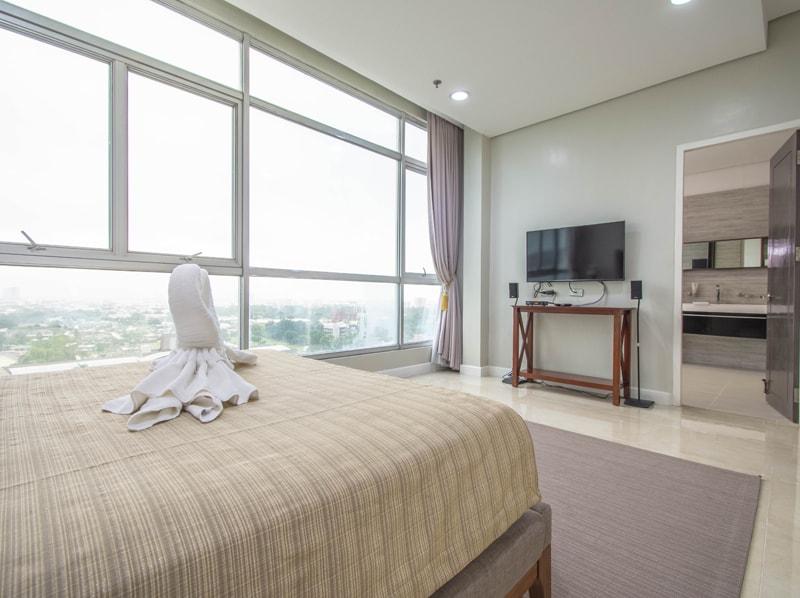 セブ島のアリシアアパーテルの客室 ペントハウススイート180㎡のベッドルーム