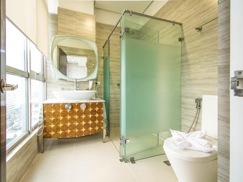 セブ島のアリシアアパーテルの客室 ペントハウススイート180㎡のバスルーム