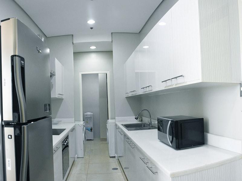 セブ島のアリシアアパーテルの客室 ペントハウススイート94㎡のキッチン
