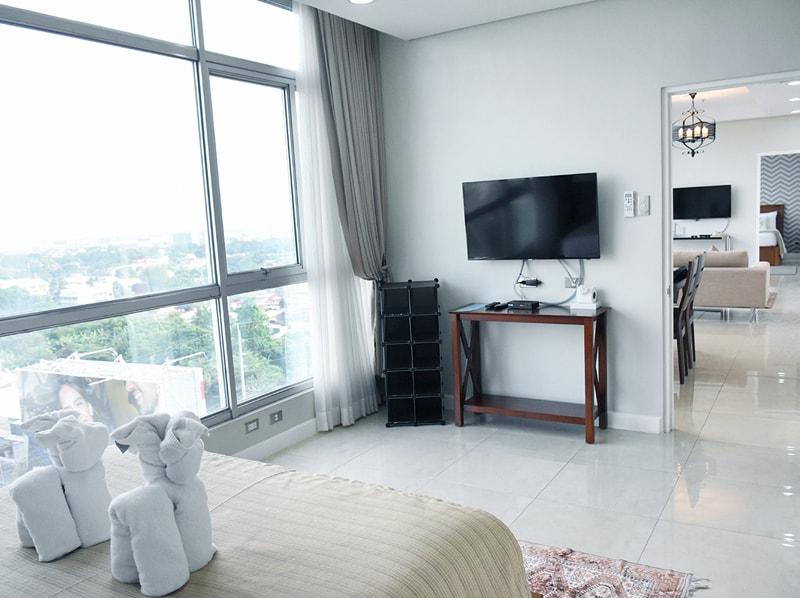 セブ島のアリシアアパーテルの客室 ペントハウススイート94㎡のベッドルーム