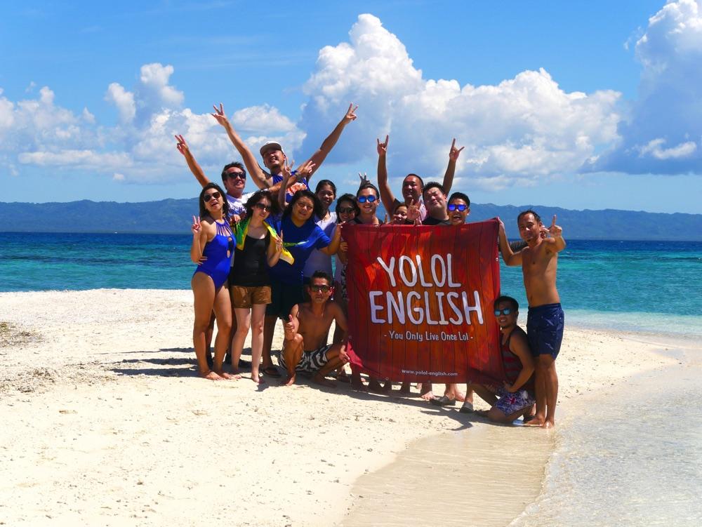 YOLOL ENGLISHスタッフたちとアイランドホッピングで記念撮影