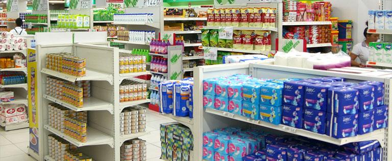 セブ島のスーパー「SAVEMORE」の店内
