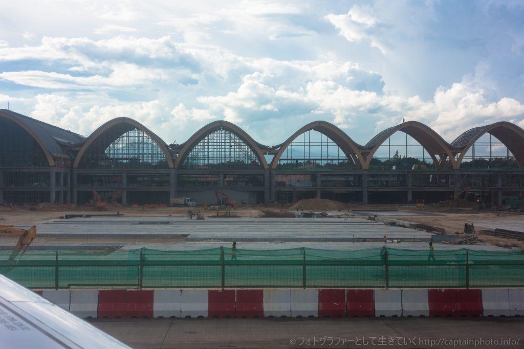 工事中のマクタン空港新ターミナルビル